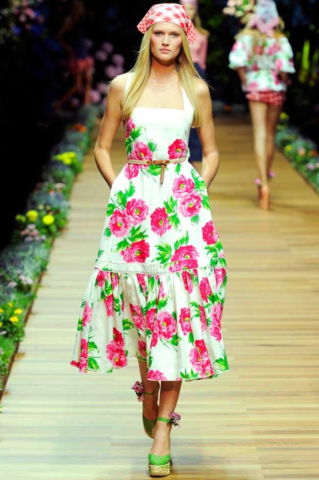 С-чем-носить-платье-с-цветочным-принтом_