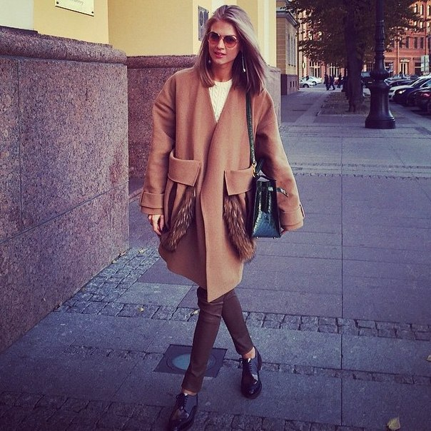 Женское пальто с мехом на карманах1