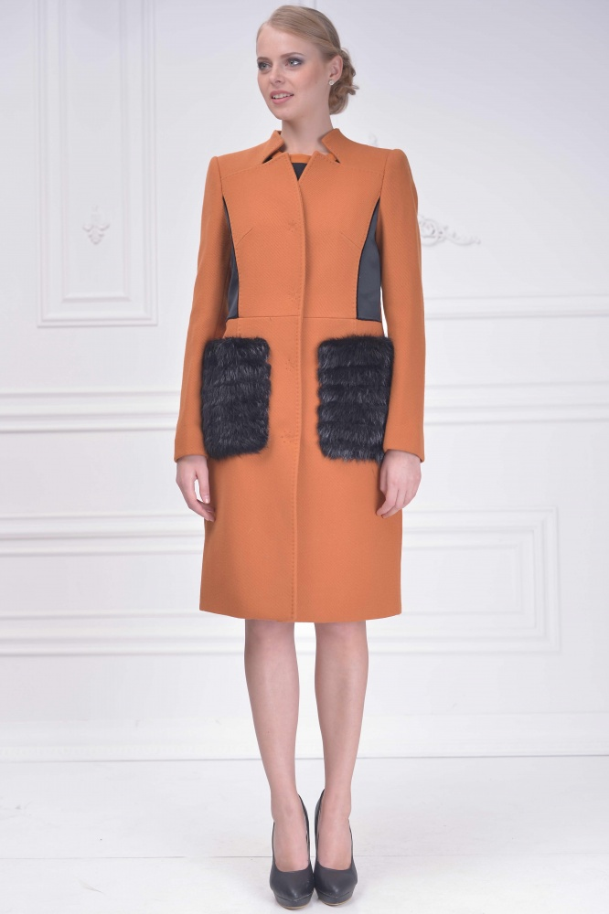 Женское пальто с мехом на карманах2