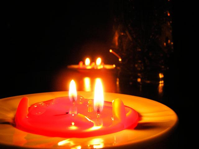 сделать приворот самому на свечах